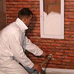 Dimostrazione insufflaggio schiuma sul muro