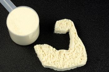 Come unire allenamento e proteine in polvere