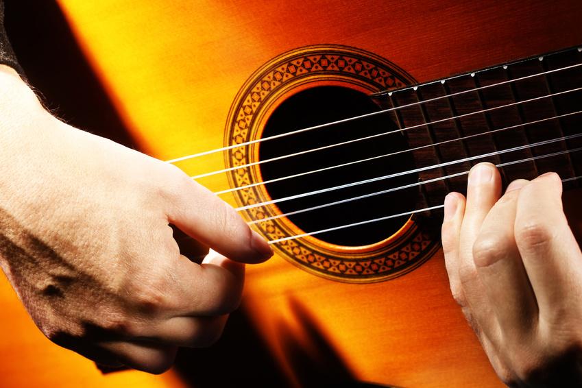 Canzoni simbolo italiane per imparare a suonare la chitarra