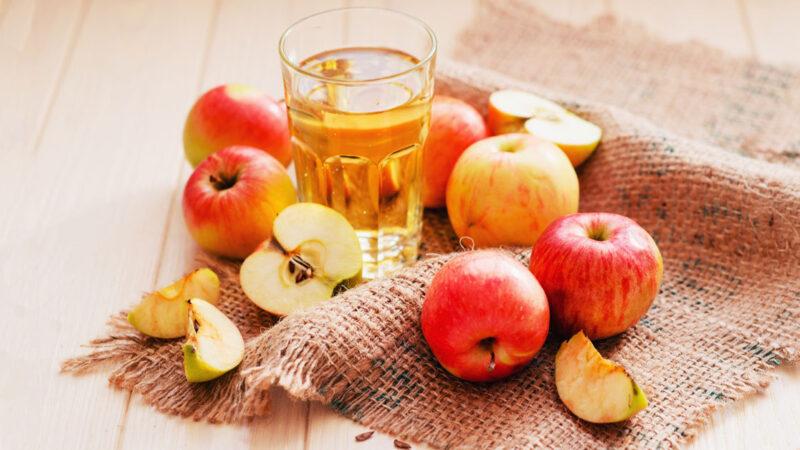 Le incredibili proprietà dell'aceto di vino e di quello di mele