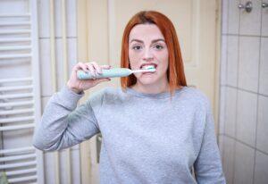 Lavare i denti prima o dopo colazione? La risposta sorprendente degli scienziati