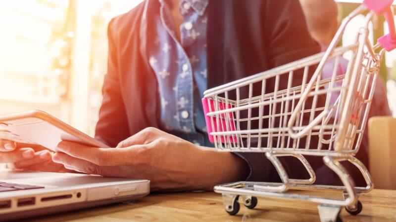 Comprare l'intimo in un outlet online: perché va di moda