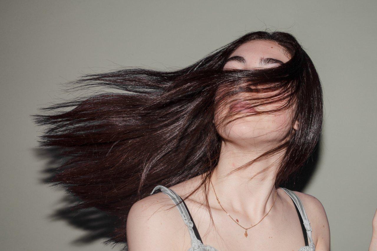 Risciacquo acido per capelli: a cosa serve?