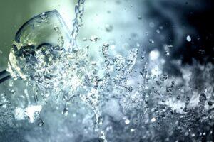 Quando Usare Acqua e Sale per Disinfettare una Ferita