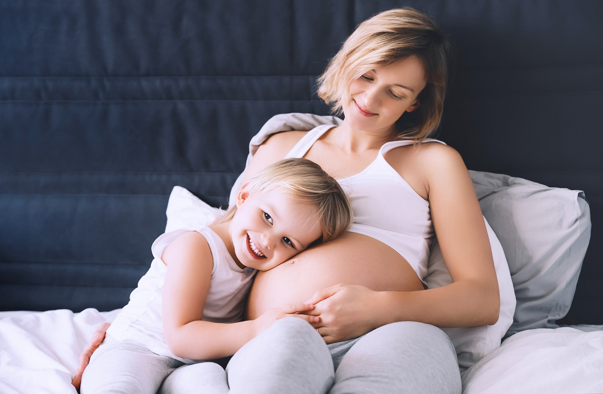 Cuscino per gambe: quale scegliere durante la gravidanza