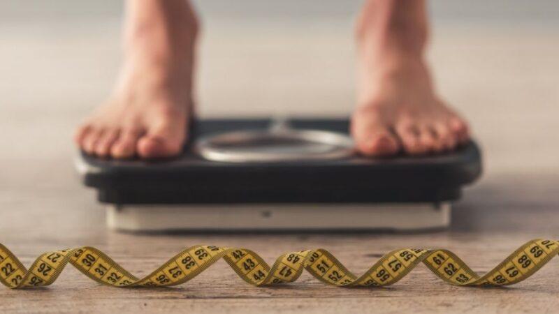 Tutto quello che devi sapere per riuscire a sgonfiare la pancia e a perdere qualche chilo